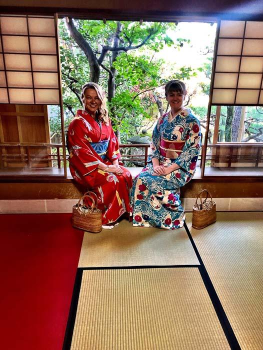 japan_kanazawa_kimono-ladies-in-samurai-house