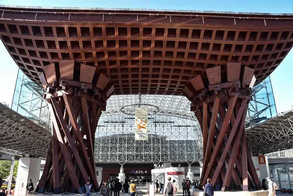 japan_kanazawa_station-entrance