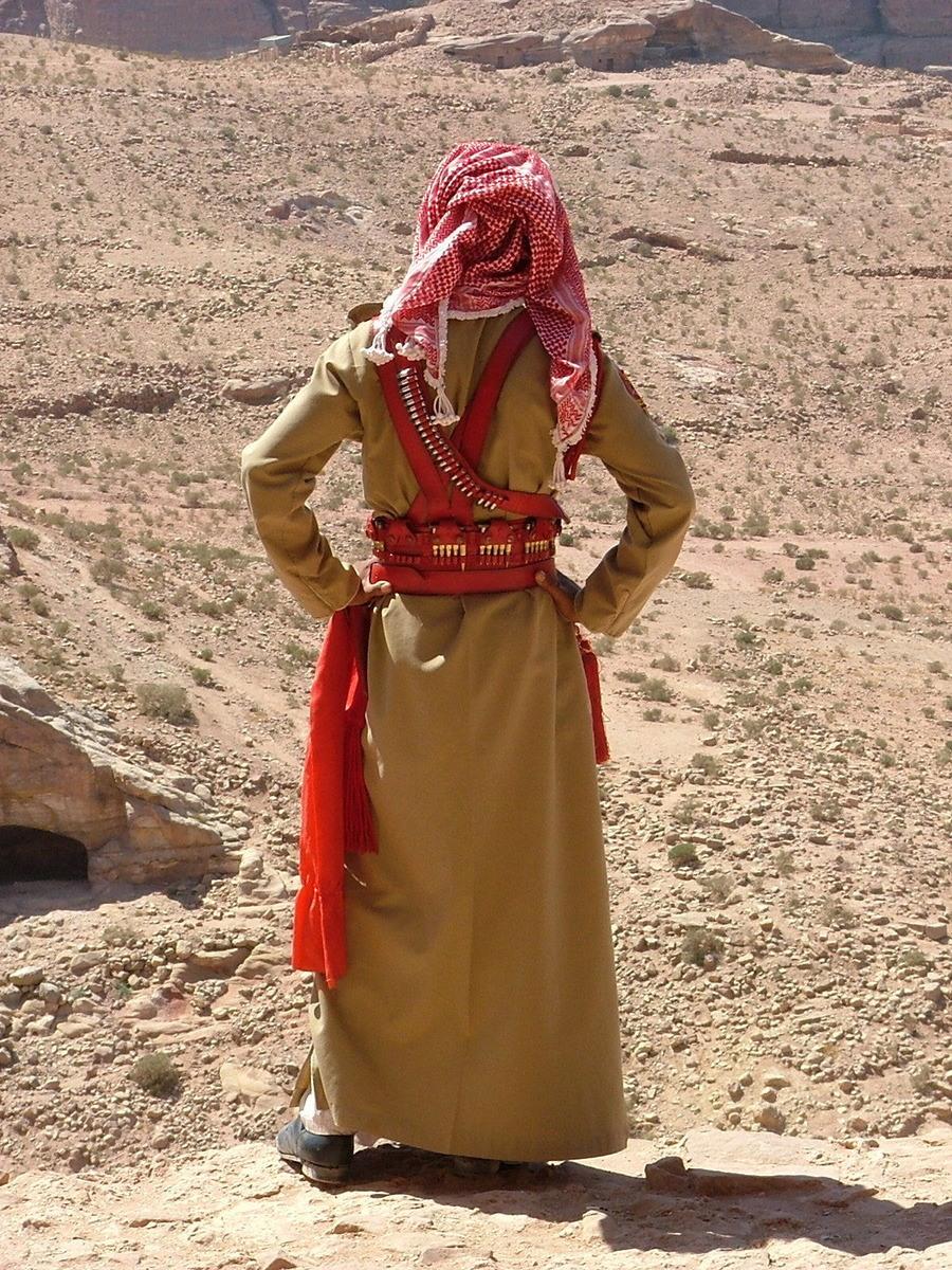 Jordan-Petra-guard-from-behind