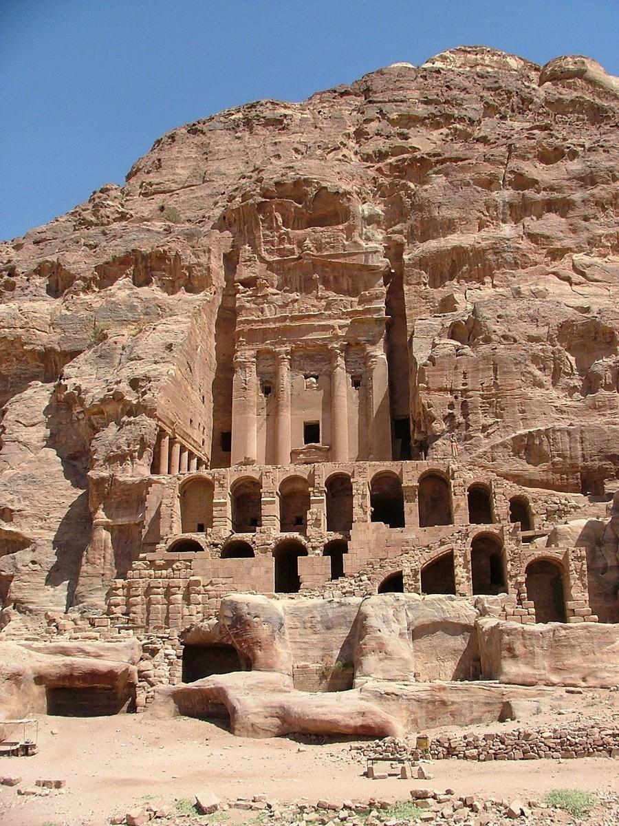 Jordan-Petra-Urn-Tomb