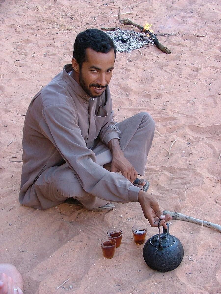 Jordan-wadi-rum-making-tea