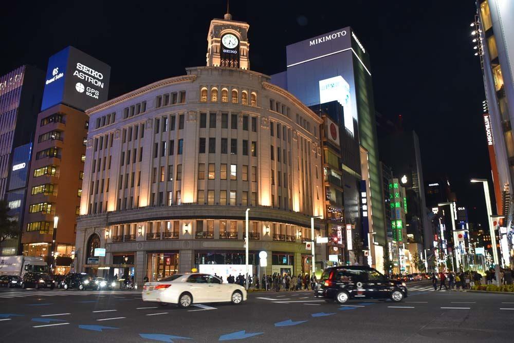 japan_tokyo_ginza-night-crosswalk-buildings