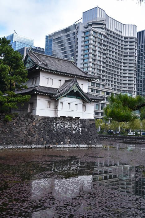 japan_tokyo_imperial-palace-gate-moat-buildings