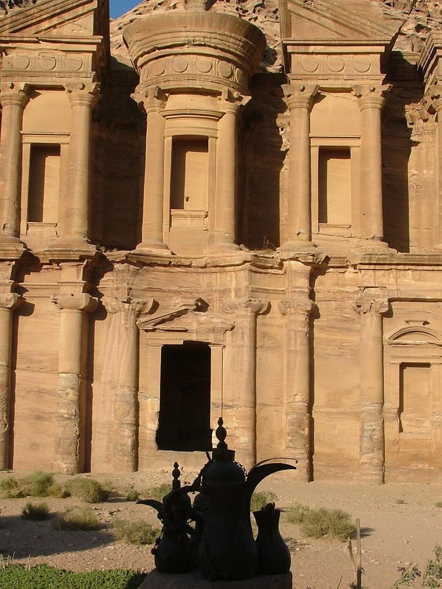 Jordan-petra-monastery-with-silhouette