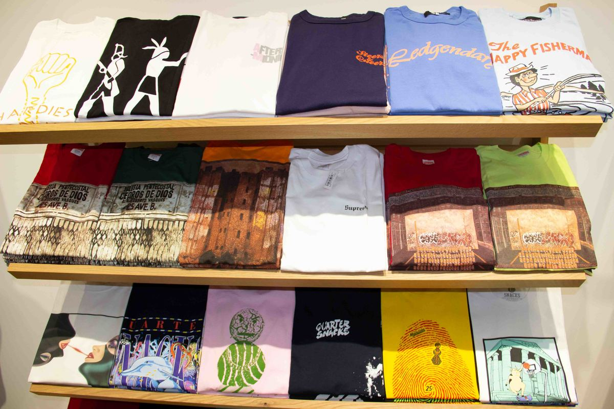 new_york_lower_manhattan_thrift-store-t-shirts