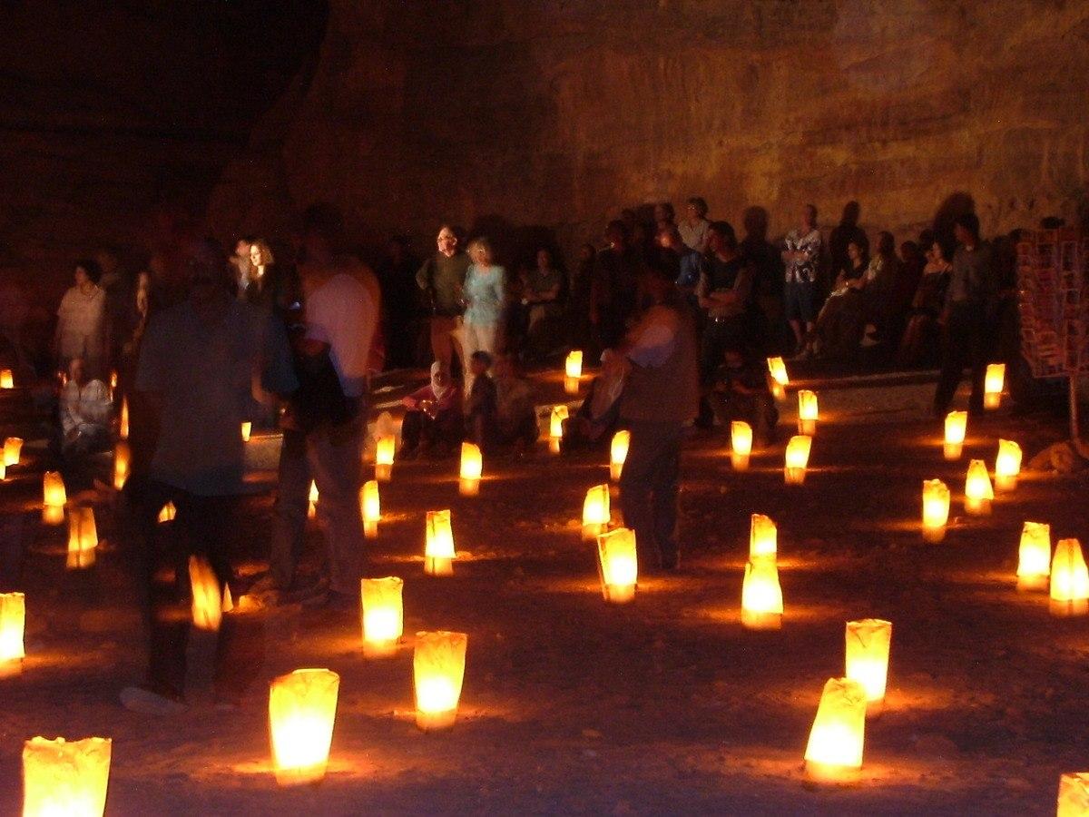 Jordan-Petra-by-candelight