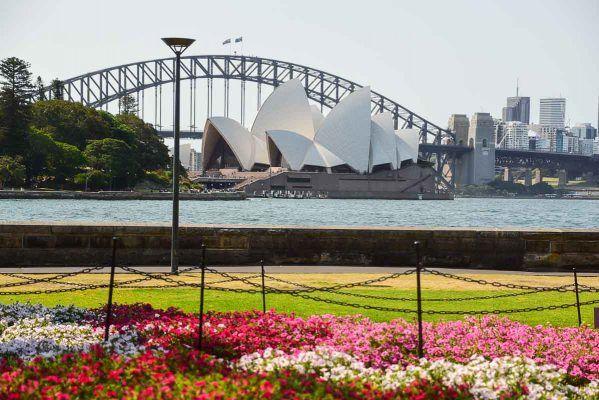 Australia_sydney_opera-house-from-botanic-gardens-2