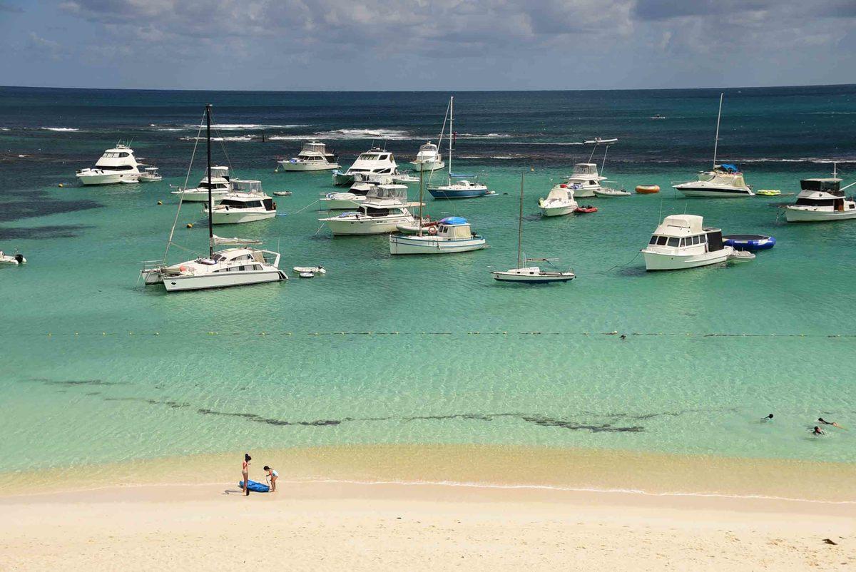 Perth_rottnest_island_boats-on-sea
