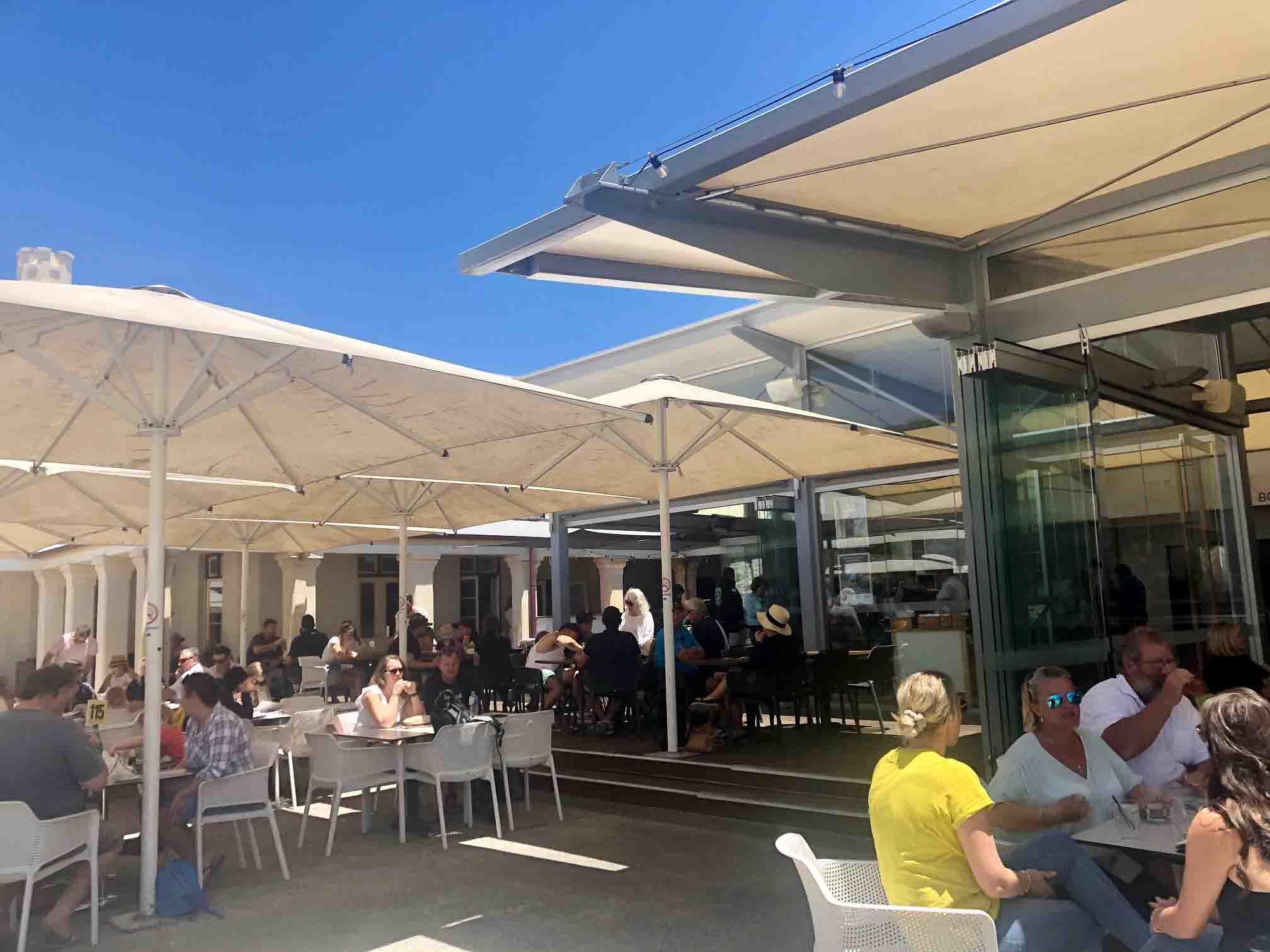 Perth_rottnest_island_pub-lunch