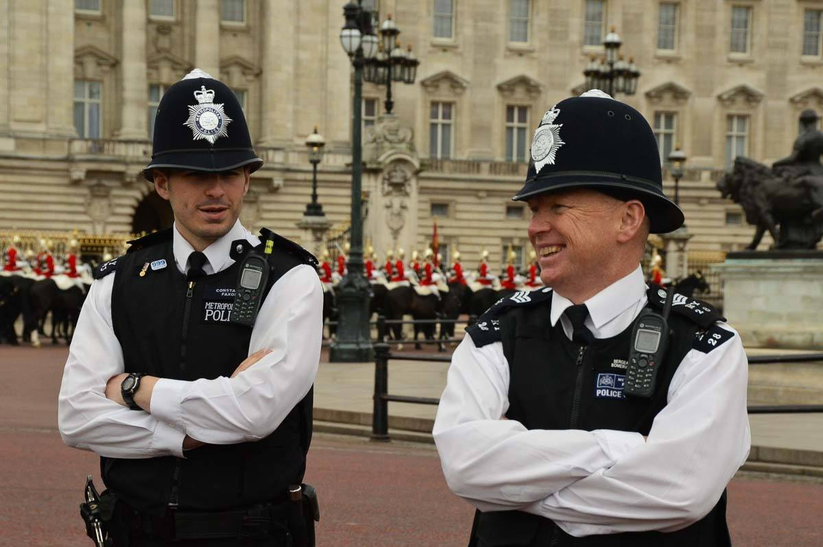 London - police offers outside Buckingham Palace