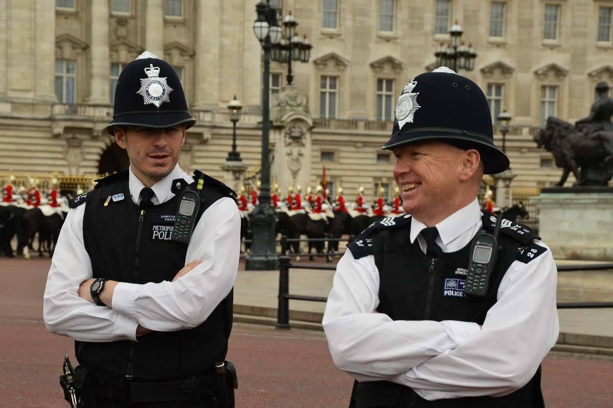 London - police offers outside Buckingham Palace