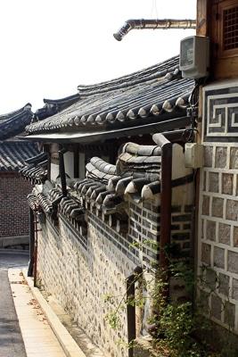 bukchon-hanok-village-seoul-korea