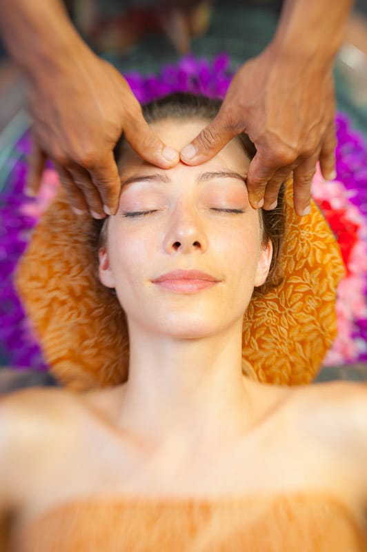 woman receiving head massage fivelements bali retre