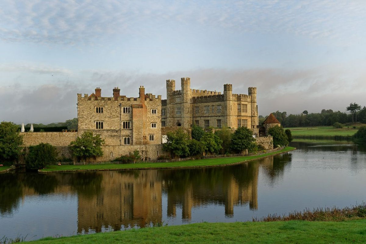 castle-on-water kent england