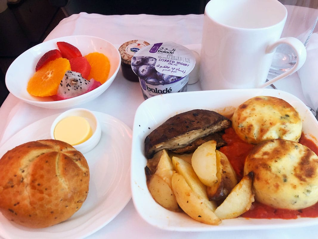 cooked breakfast on emirates business class
