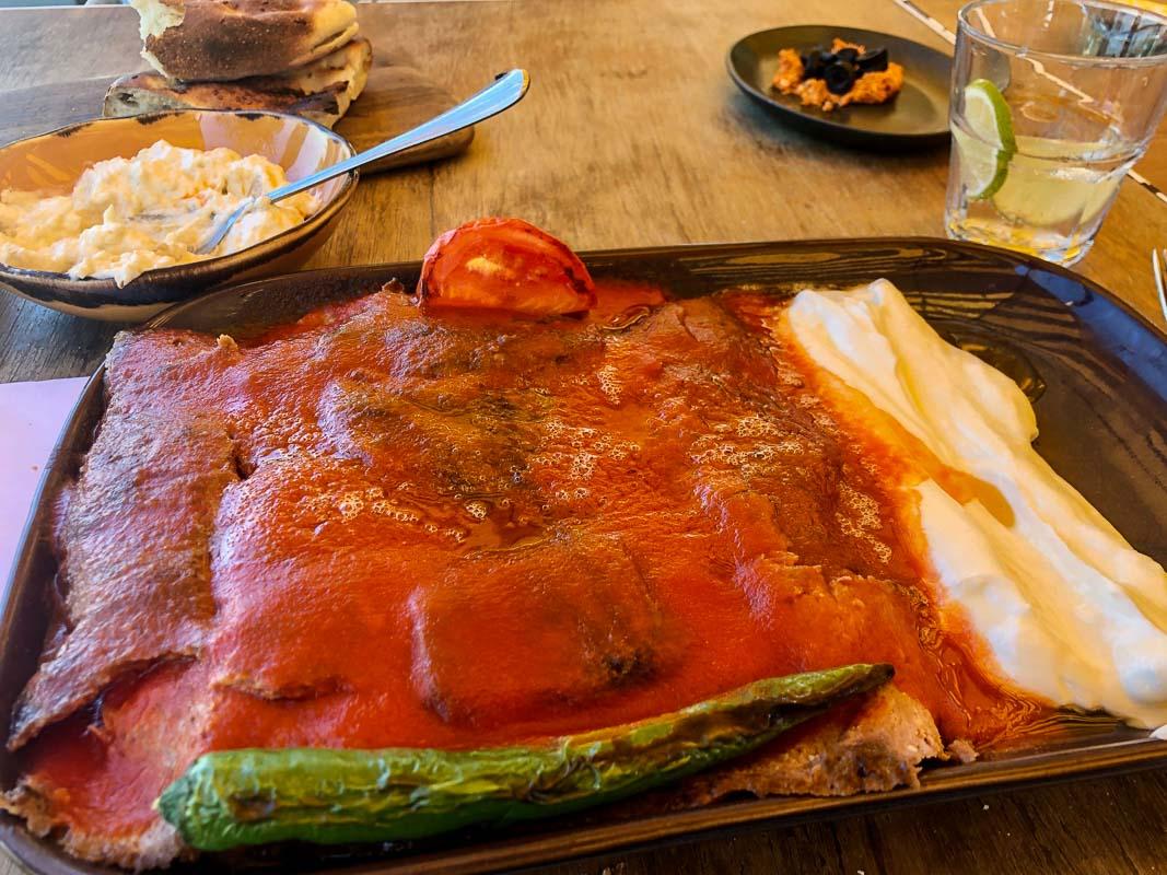 dubai la mer kaftan restaurant tomato on meat with green pepper