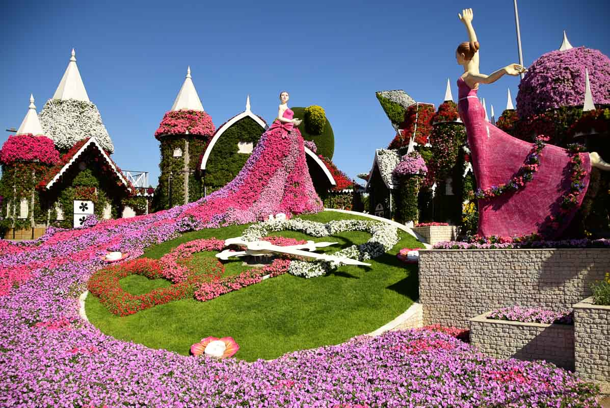 dubai miracel garden ladies in pink
