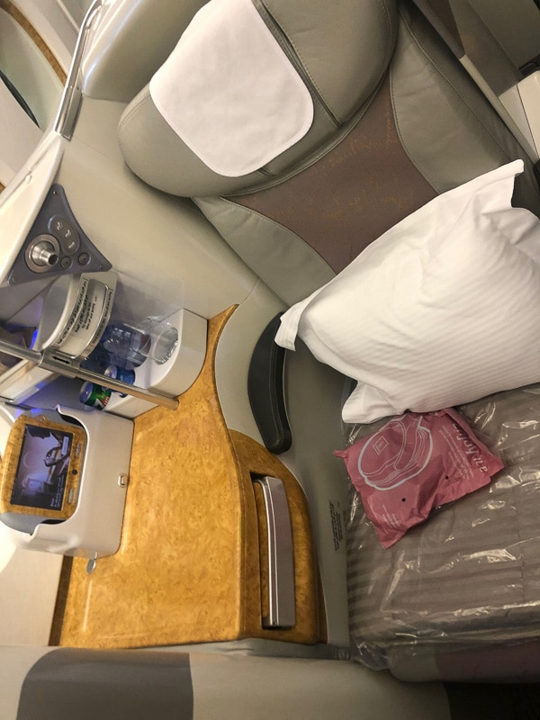 emirates business class a380 seat and side rest