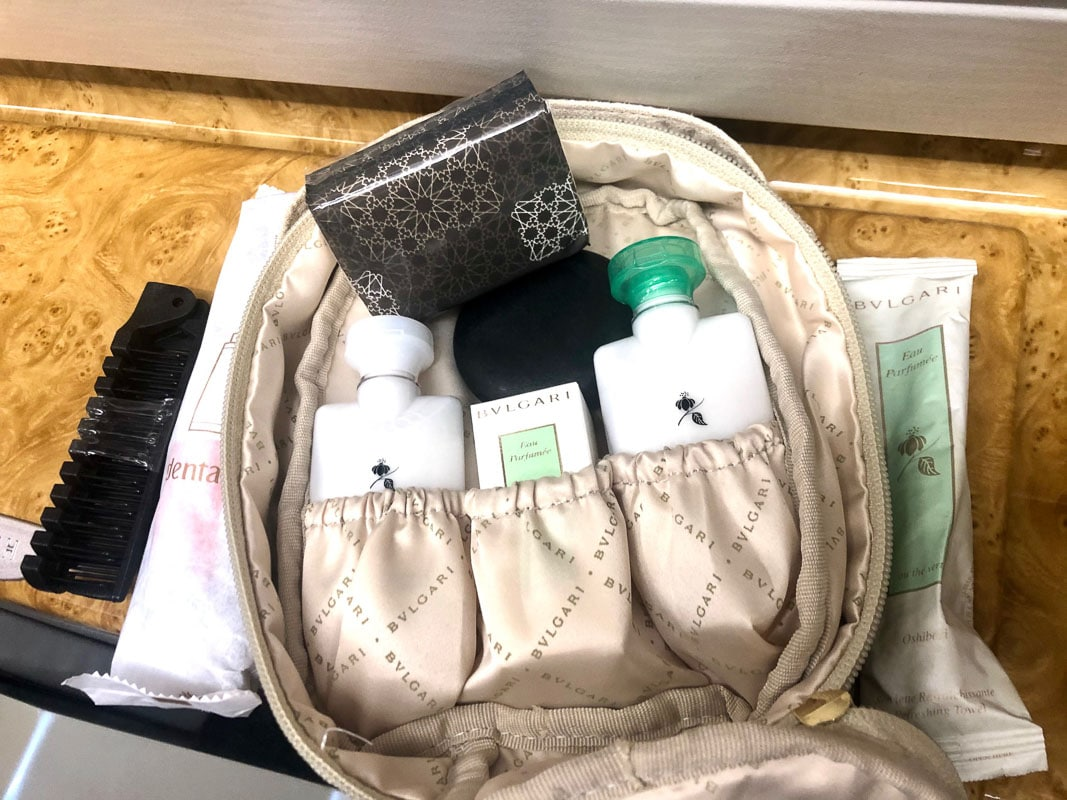 emirates business class toiletries set in bag