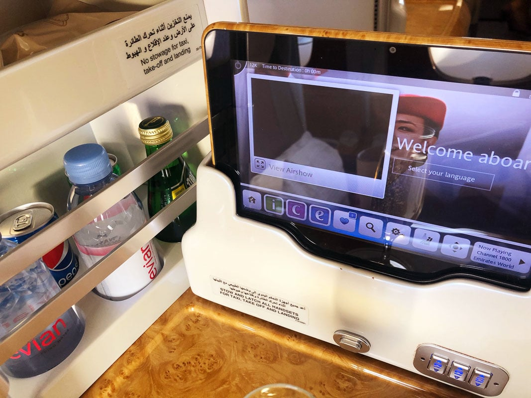 emirates entertaiment screen and side seat drinks business class