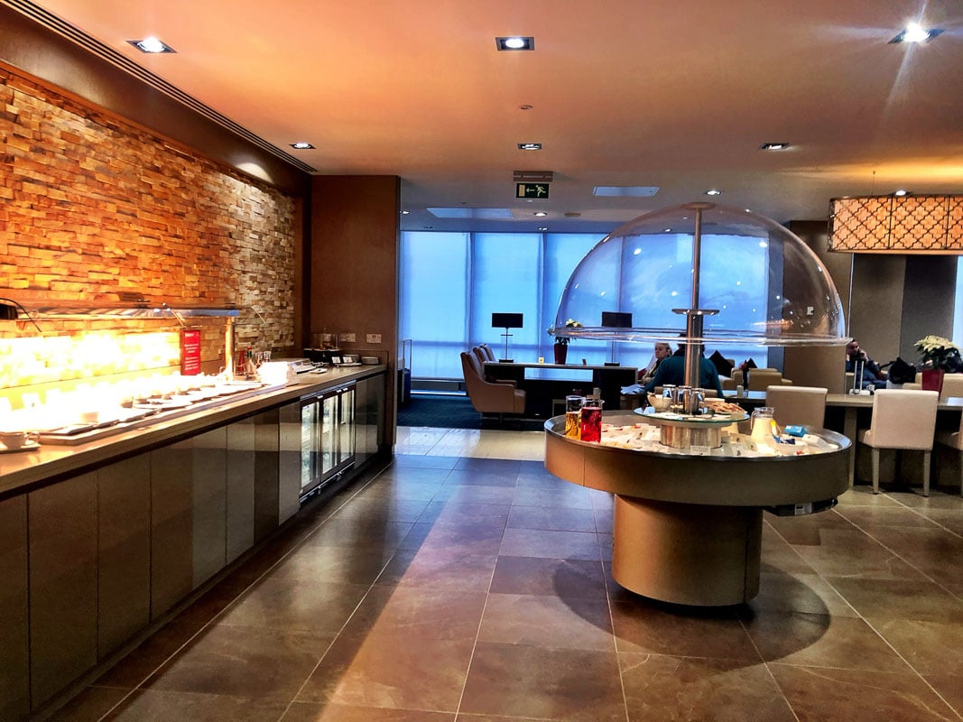 food area emirates business class lounge gatwick airport