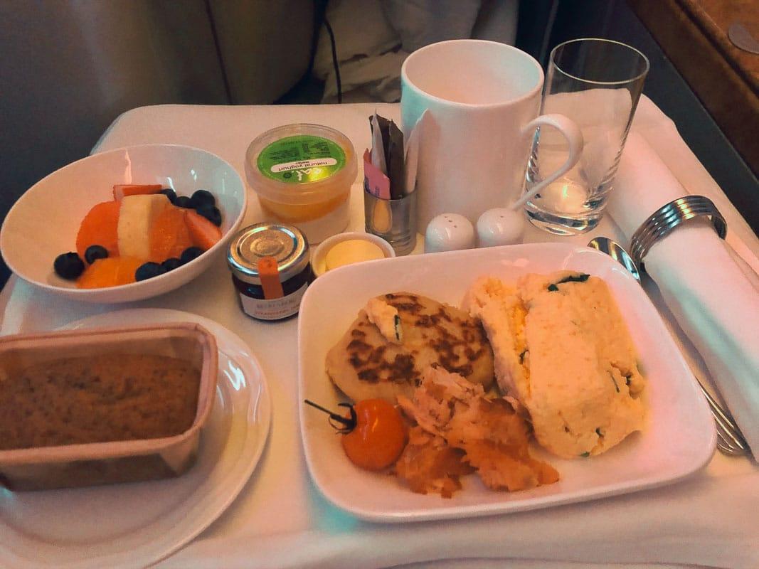 hot breakfast tray emirates business class