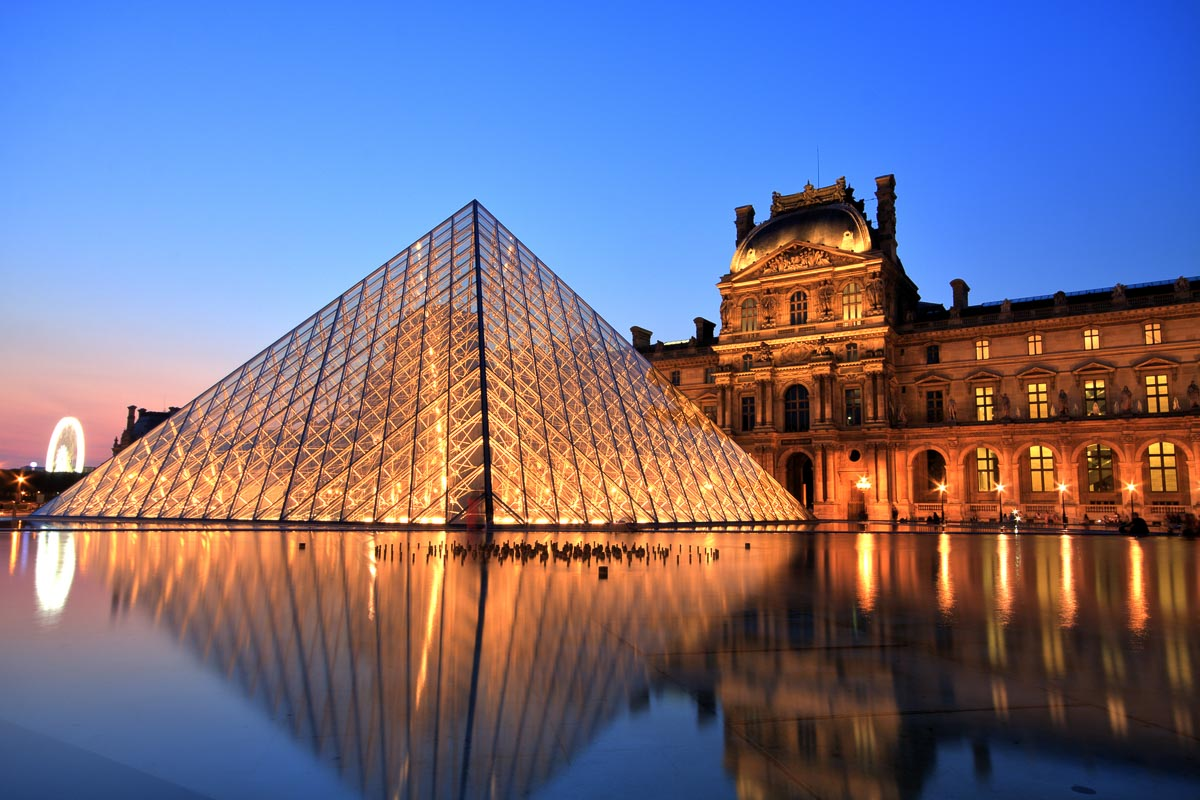This image has an empty alt attribute; its file name is Louvre-Museum-at-Night-Paris.jpg