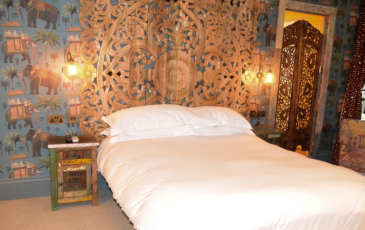 Notting Hill London Portobello Hotel bedroom with wallpaper