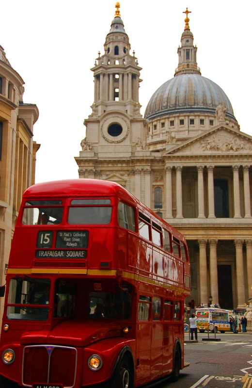 Red bus in front of St Paul's Cathedral