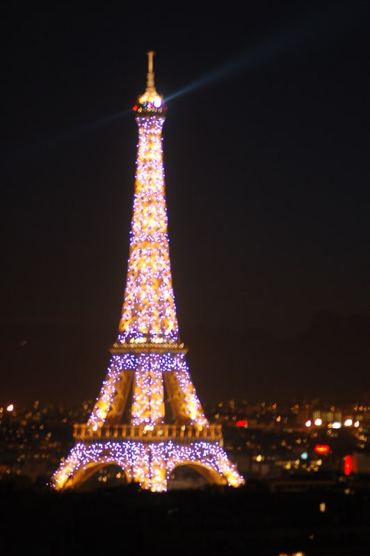 This image has an empty alt attribute; its file name is eiffel-tower-at-night-lit-up.jpg