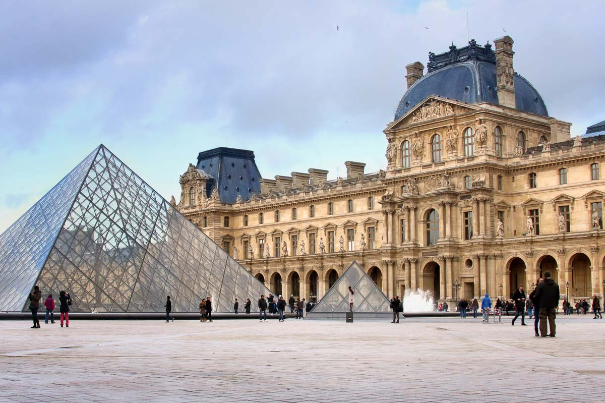 This image has an empty alt attribute; its file name is louvre-museum-in-paris-with-architectural-details-and-glass-pyramids.jpg