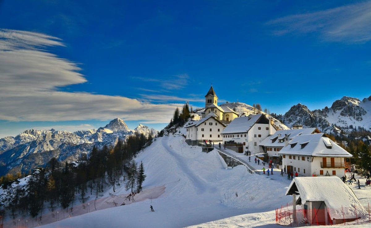 skiing-village