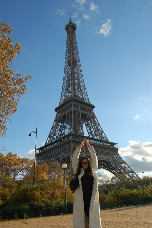 woman in front of eiffel tower posing