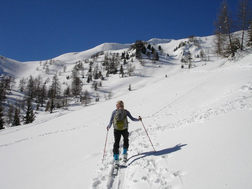 woman-skiing-in-italy
