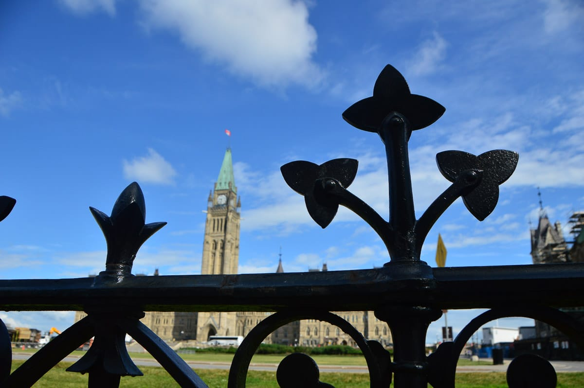 canada_ottawa_parliament-hill-through-gates