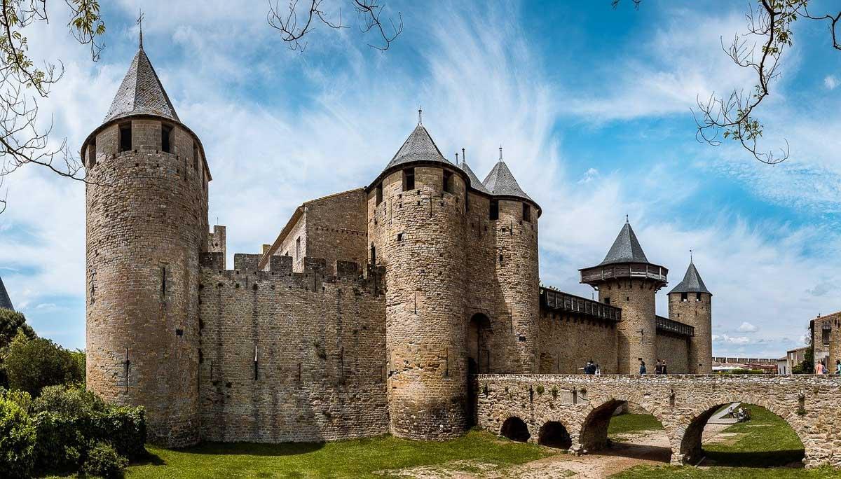 carcassonne castle france exterior