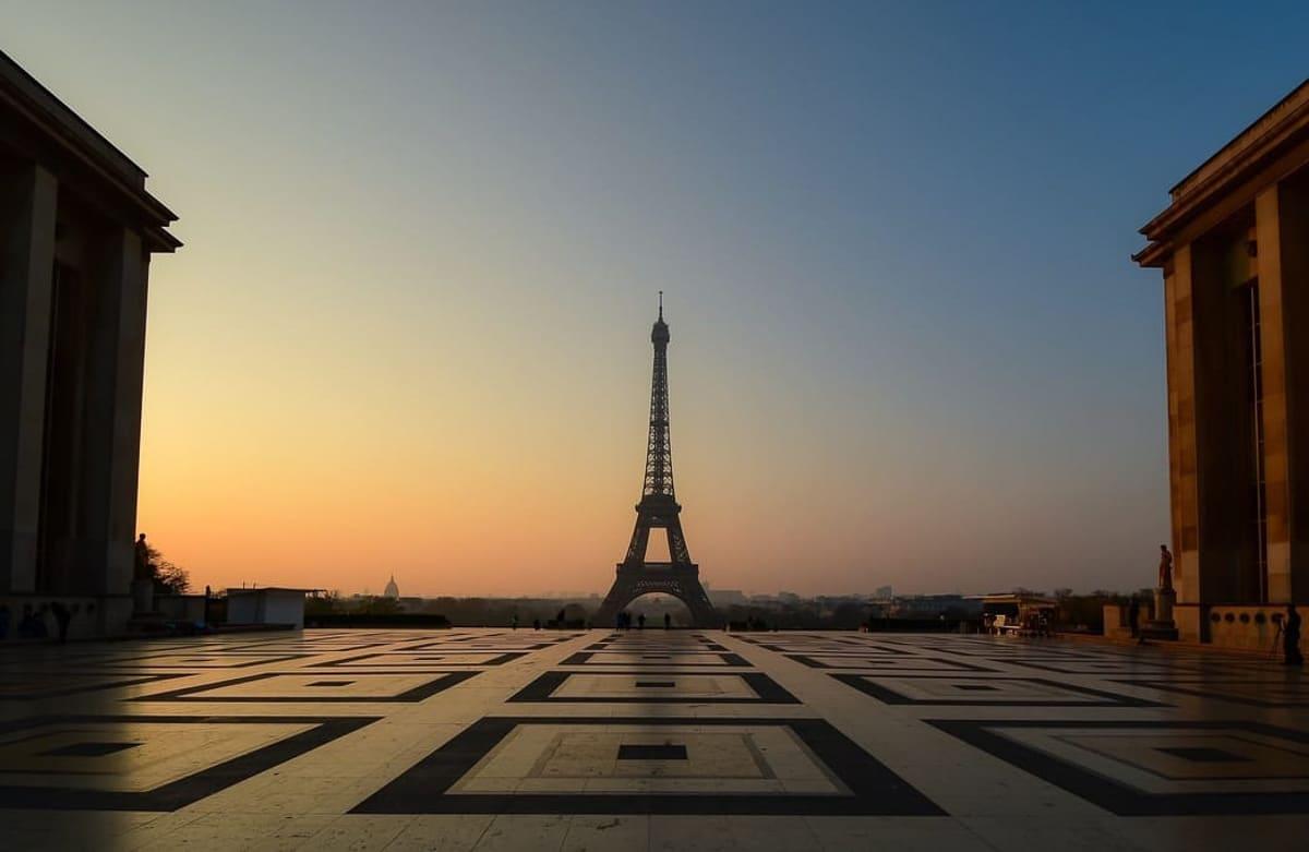 Trocadéro Square at sunrise in paris