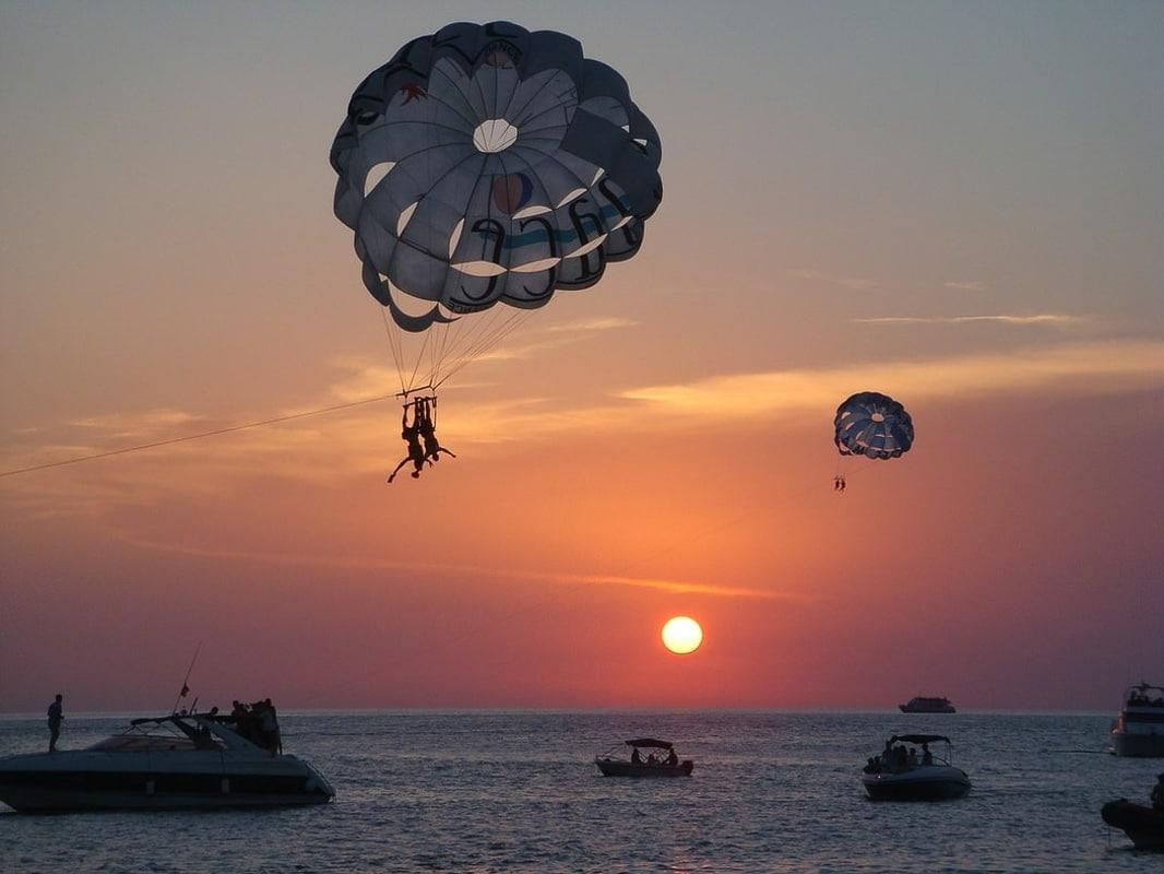 ibiza_sunsets with parachuter