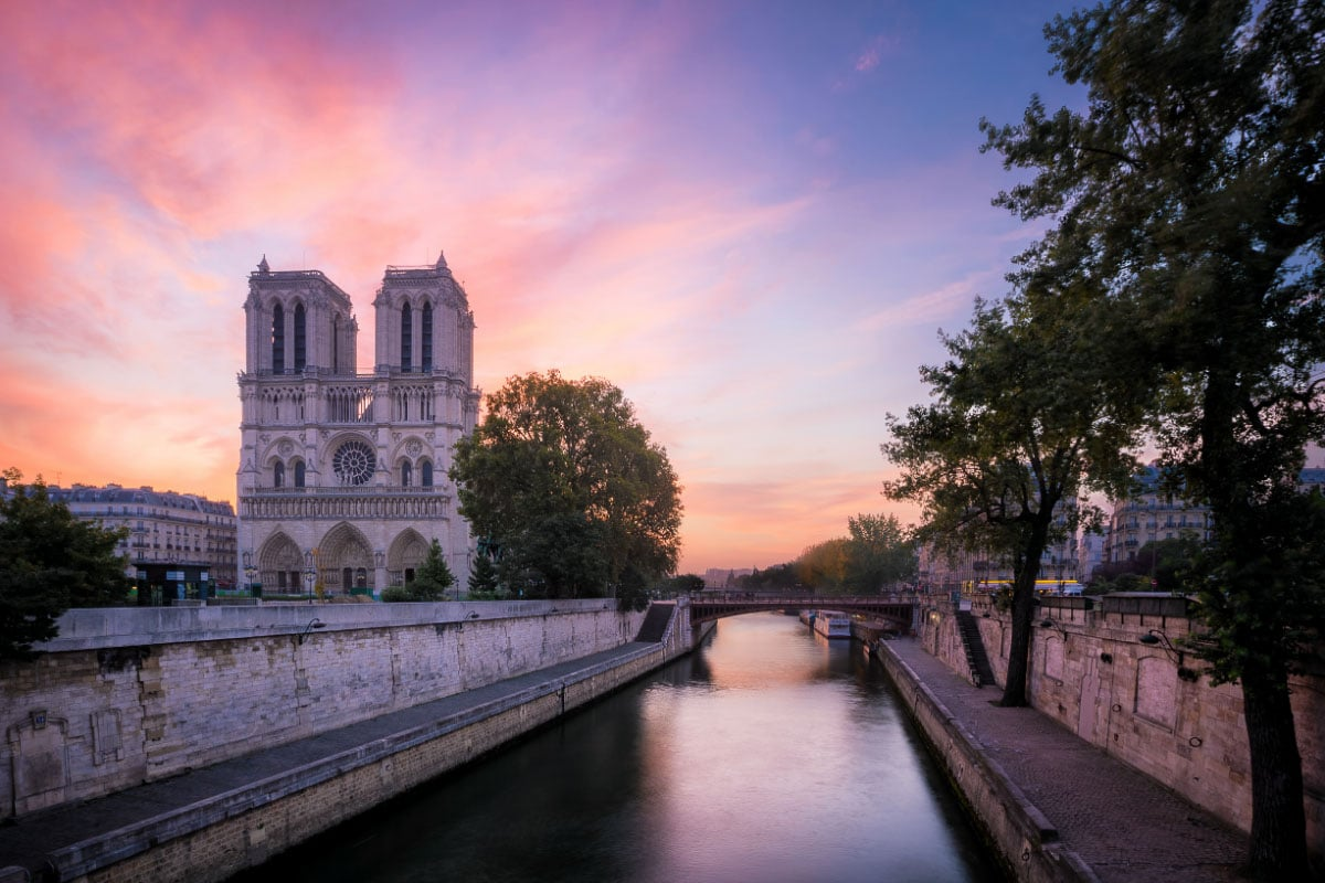 notre dame paris at sunrise