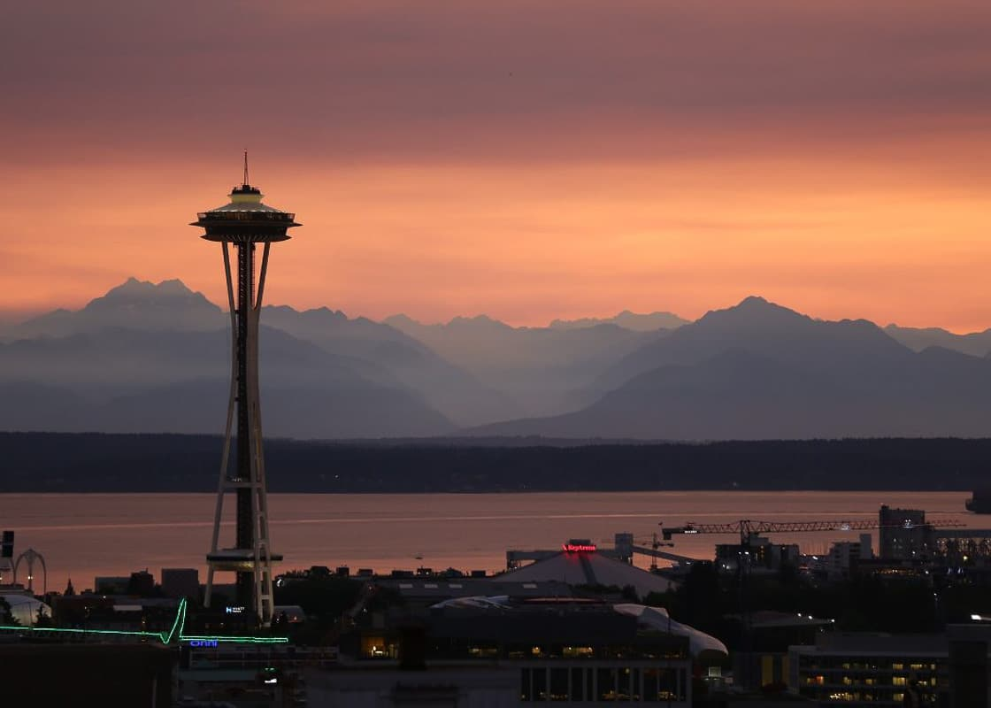 seattle-sunsets with space needle