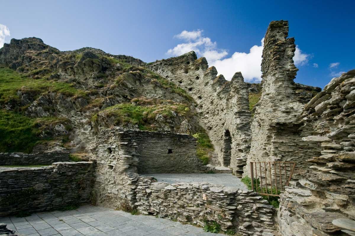 tingatel castle castles in cornwall