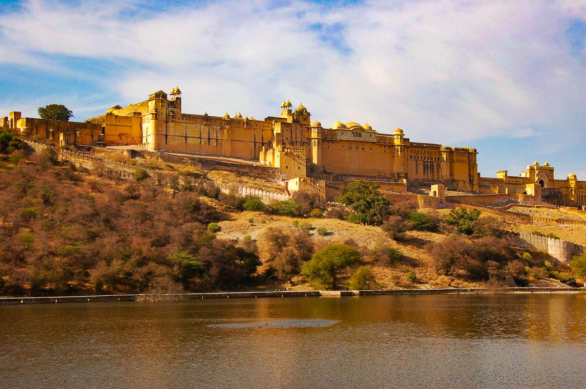 Amber fort and lake india