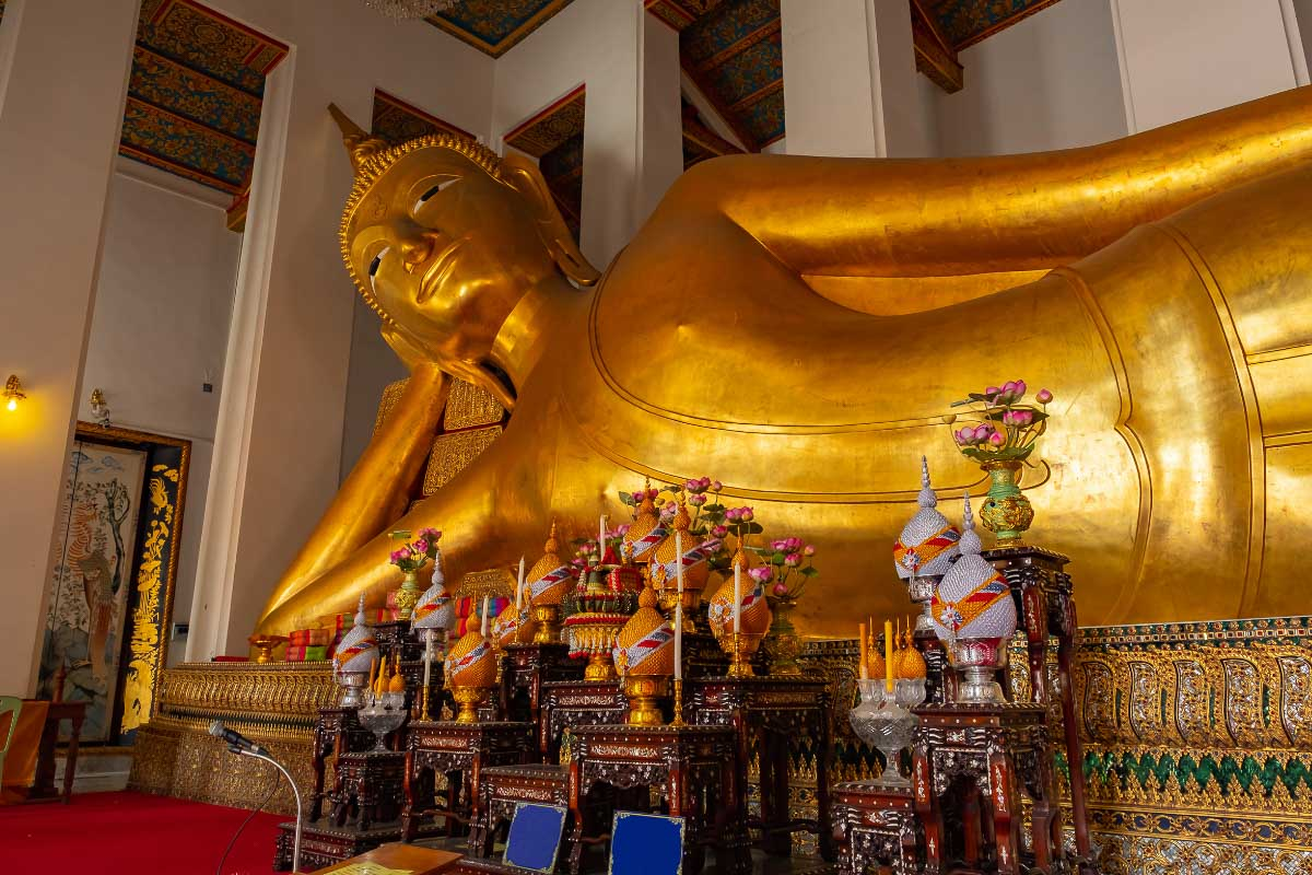reclining buddha thailand one of the most famous asia landmarks
