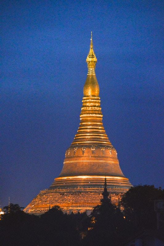 shwedagon pagoda mynamar at night