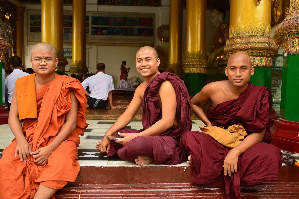 shwedagon pagoda mynamar monks
