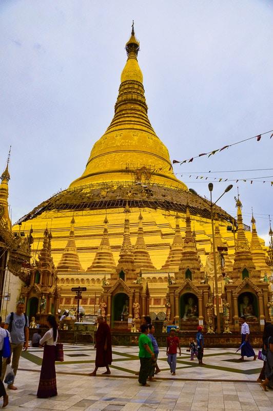 shwedagon pagoda mynamar