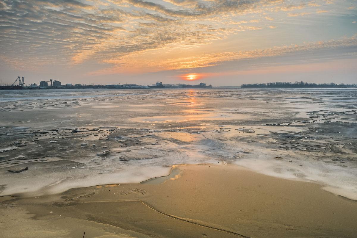 lake ontario frozen ontario