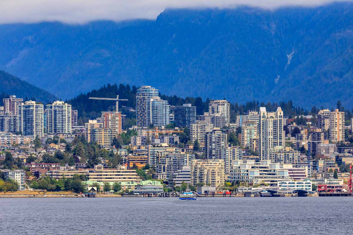 vancouver with grouse mountain in background