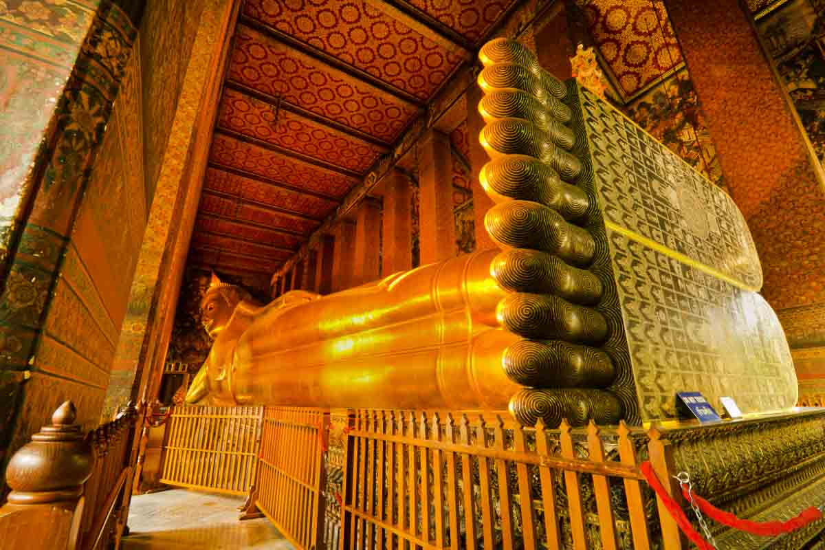 wat pho reclining buddha thailand feet view