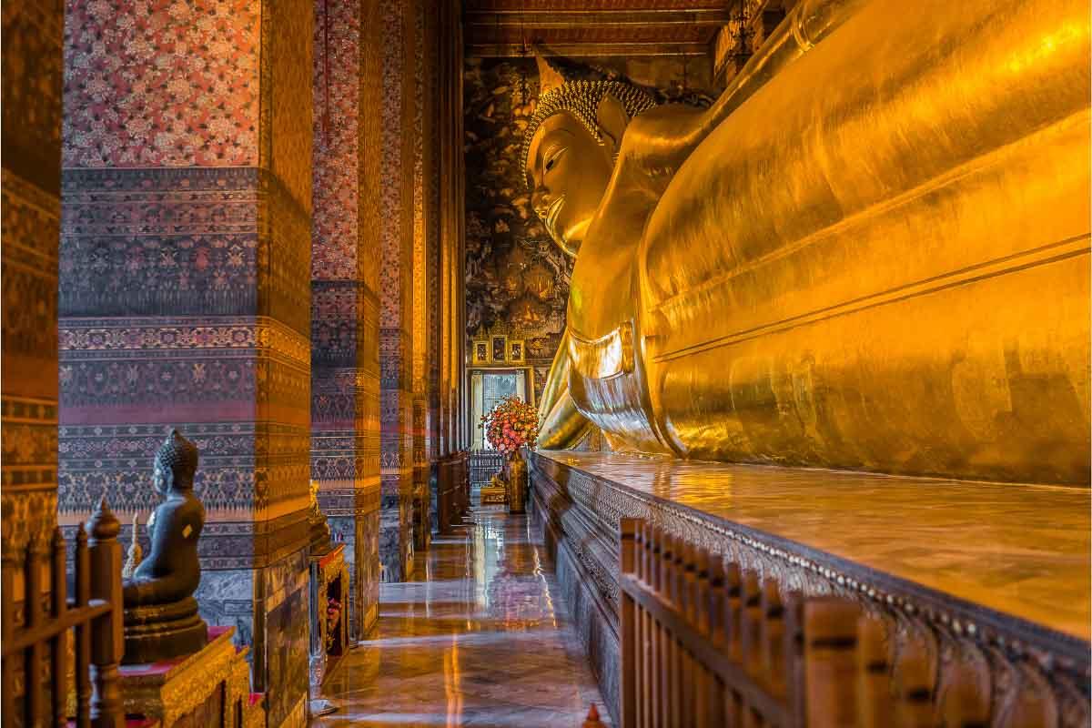 wat pho reclining buddha thailand